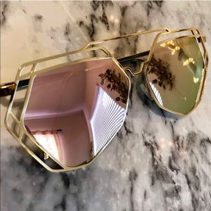 Accessories - NWT Rose Gold Geometric Sunnies 💕🛍